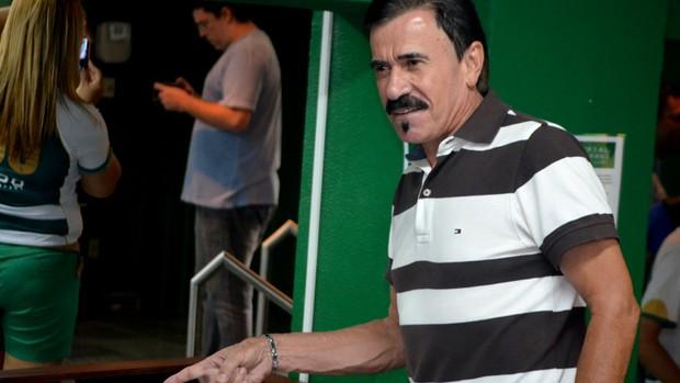 Zenon participa da exposição de camisas do memorial do Guarani (Foto: Murilo Borges/Globoesporte.com)