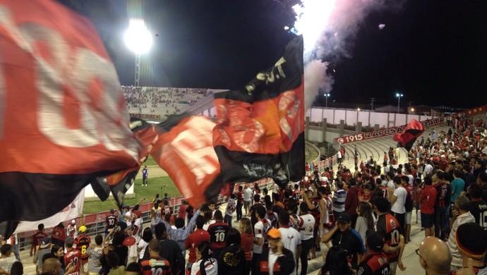 Torcida Campinese x Bahia, Amigão (Foto: Hévila Wanderley / GloboEsporte.com/pb)
