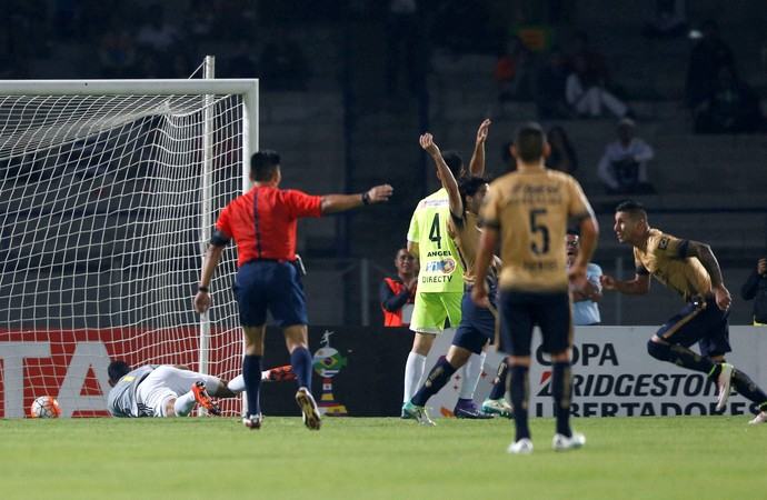 Ismael Sosa Pumas 2 x 0 Deportivo Táchira Libertadores (Foto: Reuters)