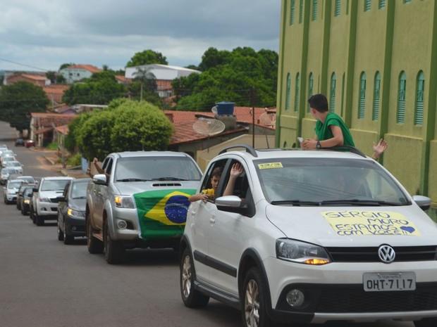 Em Tocantinópolis os manifestantes fizeram uma carreata contra a corrupção (Foto: Roberlan Cokim/Tocnotícias)