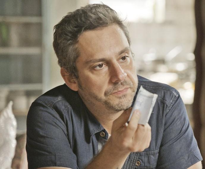 Romero oferece dinheiro pra Ascânio (Foto: TV Globo)