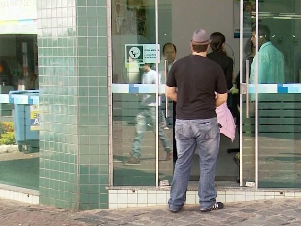 Demora em atendimento é uma das principais reclamações de usuários em Itajubá (Foto: Reprodução EPTV)
