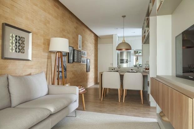 Apartamento pequeno tem decora o com base neutra e parede for Modelo de departamento pequeno