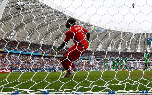 Messi gol Argentina x Nigeria falta (Foto: Reuters)