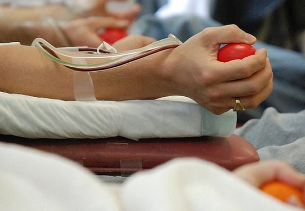 Doação de sangue em Portugal: homossexuais são vistos como fator de risco e precisam praticar abstinência para doar sangue (Foto: Getty Images)