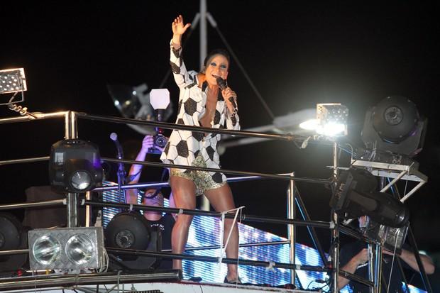 Claudia Leitte no trio em Salvador (Foto: Mauro Zaniboni / Ag Haack)
