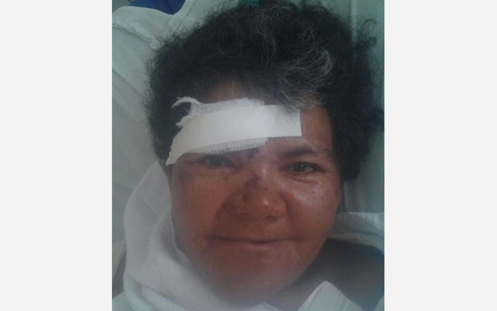 Hospital pede ajuda para localizar família de mulher que foi atropelada por trem (Foto: Divulgação/Hospital da Restauração)