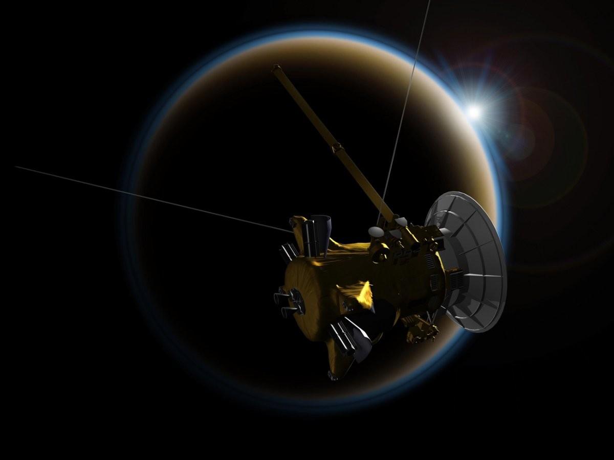 A gravidade de Titã, maior satélite natural de Saturno, está sendo usada para conduzir o caminho de Cassini (Foto: NASA/JPL-Caltech)