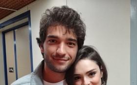 Isabelle Drummond e Humberto Carrão comemoram sucesso de Giane e Fabinho