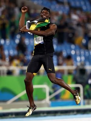 Bolt comemora como Pelé ouro revezamento 4 x 100m (Foto: Phil Walter/Getty Images)