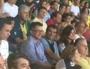 Juan Carlos Osorio e Milton Cruz assistem ao amistoso Brasil x México, em São Paulo (Foto: Marcelo Hazan)