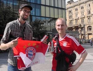 Mark e Christian torcedores Bayern Supercopa Praga (Foto: Claudia Garcia / GloboEsporte.com)