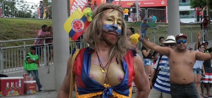 'Shakira' genérica é atração na Fifa Fan Fast em Manaus (Foto: Gabriel Mansur)
