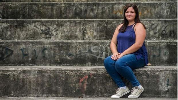 Giovanna Raquel, 17, parou de tomar os comprimidos depois que teve uma embolia pulmonar. (Foto: BBC)