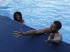 Famosos se divertem em treinos. 'Pode ser natação?', brinca Leandro Lima