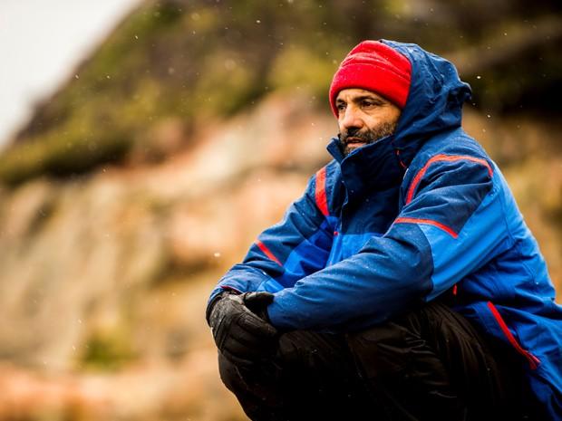 O ator Domingos Montagner comtempla a paisagem da Patagônia (Foto: João Miguel Júnior/TV Globo)