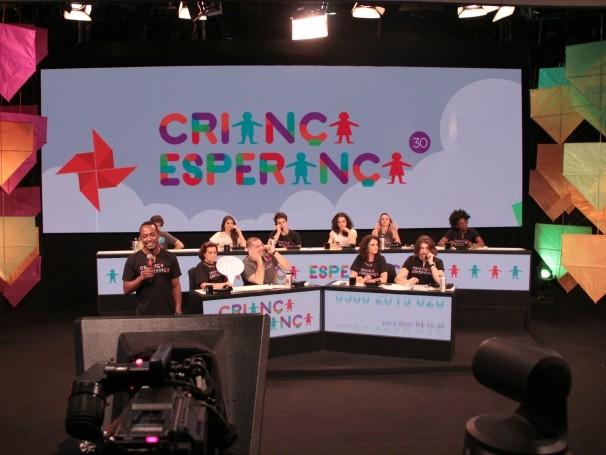 Criança Esperança: no Mesão da Esperança do dia 15 de agosto, 200 artistas se revezaram para atender as ligações (Foto: Globo)