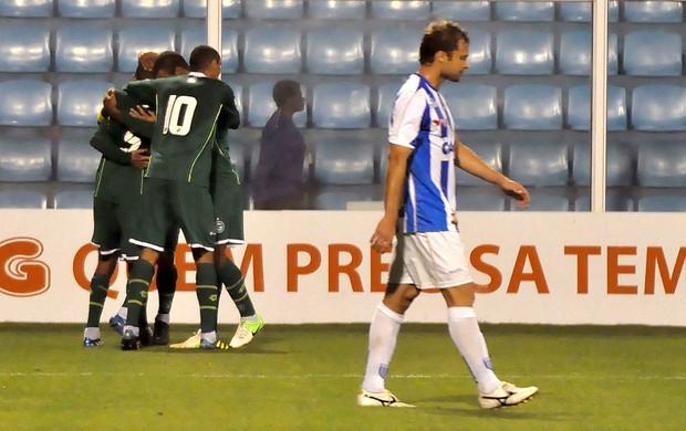 Goiás comemora gol sobre o Avaí (Foto: Antonio C. Mafalda / Mafalda Press / Futura Press)