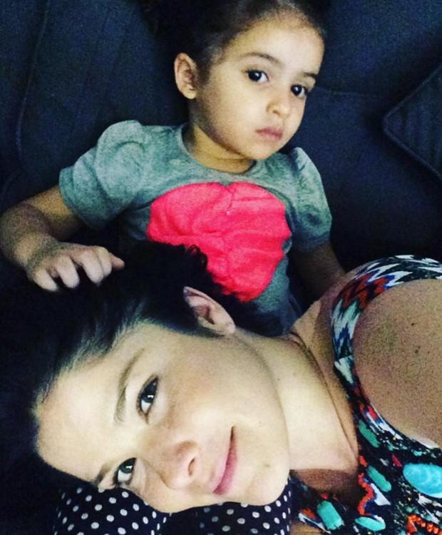 Samara Felippo e a filha caçula, Lara (Foto: Reprodução/Instagram)