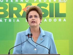 Dilma cerimônia do fim da 2ª guerra (Foto: Reprodução/NBR TV)
