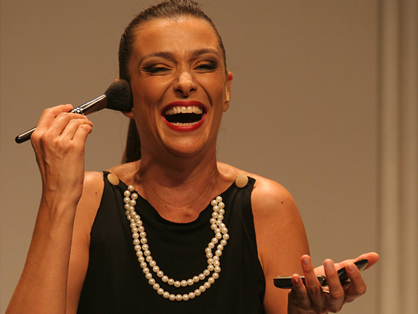 Monica Martelli interpretando Fernada em seu monólogo de humor (Foto: Divulgação/Lívio_Campos )
