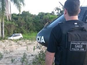 Carros foram removidos e levados para a sede da Deic (Foto: Saer/Divulgação)