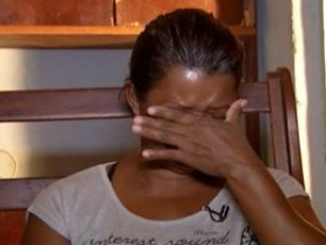 """""""É sofrimento, a droga é destruição"""", desabafa Cláudia (Foto: Reprodução Inter TV Grande Minas)"""
