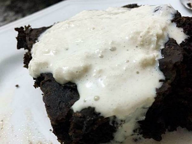 Sorvete de arroz pode ser servidor com brownie de feijão preto (Foto: Isabela Prado/ Arquivo pessoal)