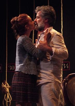 Espetáculo fala sobre a dinâmica do teatro (Foto: Divulgação)
