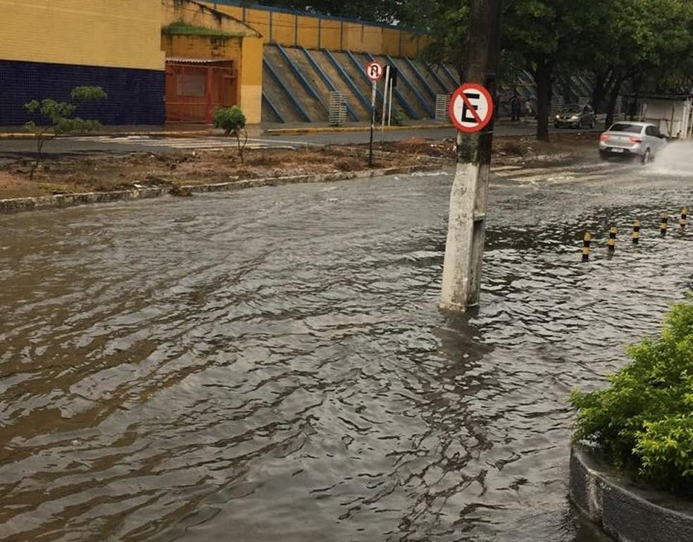 Avenida Bernardo Vieira, na Zona Leste de Natal, está alagada (Foto: Divulgação/STTU)
