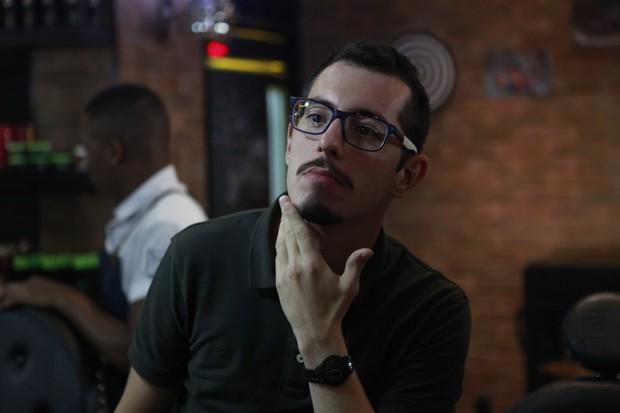 Mário Monteiro fez o bigode Amante Latino (Foto: Anderson Barros/EGO)