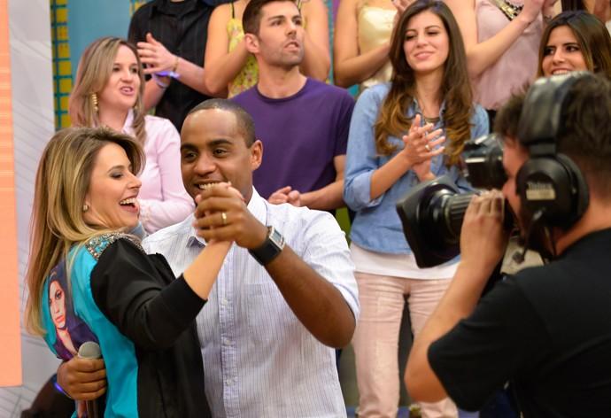 Enquanto isso, Jairo Nascimento tirou a Daiane para dançar também (Foto: Priscilla Fiedler/RPC)