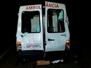 Idosa que estava em ambulância voltava de cirurgia (Foto: Divulgação/PRF)