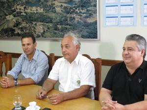Itamar presidente CDL, Márcio Farid presidente Acia, Mario Marques Sintha Araxá (Foto: Ubirajara Galvão/Divulgação)
