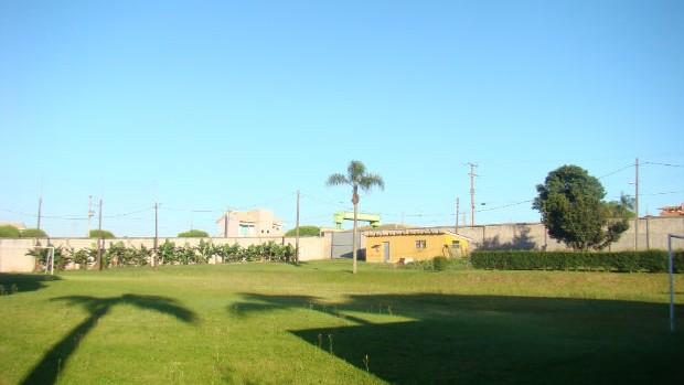 Deville Express Cascavel pequeno gramado de futebol (Foto: Divulgação)