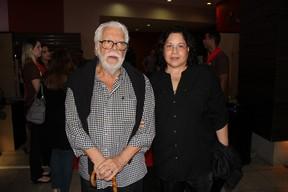 Manoel Carlos e a mulher na pré-estreia de O tempo e o vento (Foto: Alex Palarea e Rogério Fidalgo / AgNews)