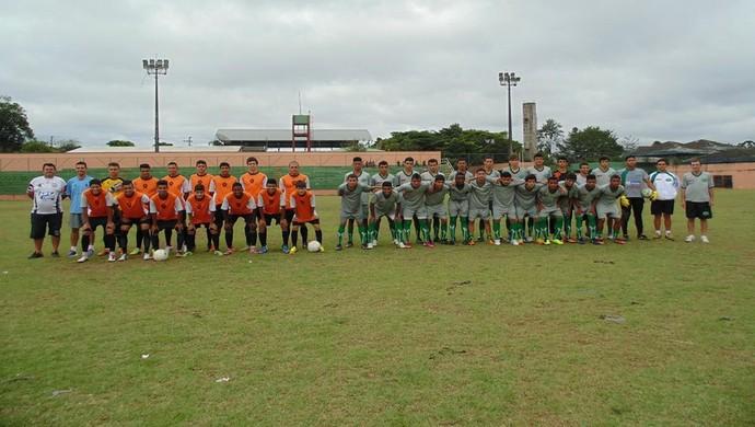 Imagine (à dir.) em amistoso com seleção de jogadores de Embu Guaçu-SP (Foto: Divulgação)
