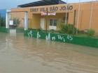 Chuva alaga entrada  de escola em Itupeva (Giovanna Ferraz/Arquivo Pessoal)