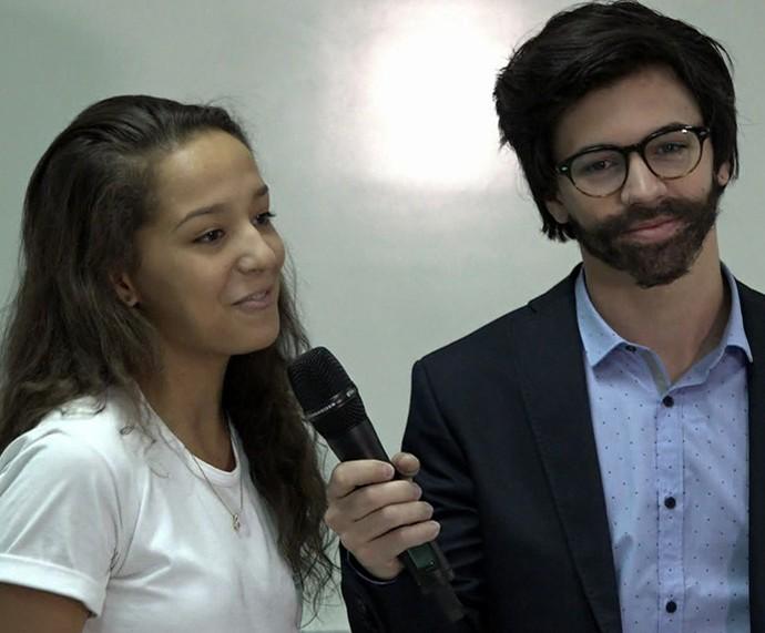 Biel se disfarça de repórter no desafio do 'Mais Você' (Foto: TV Globo)