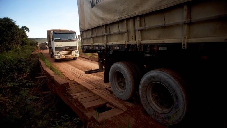 caminhos-da-safra-caminhao-estrada (Foto: Emiliano Capozoli/Ed. Globo)