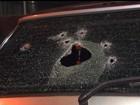 Após assaltar turistas, ladrões trocam tiros com a polícia e fogem, no Paraná