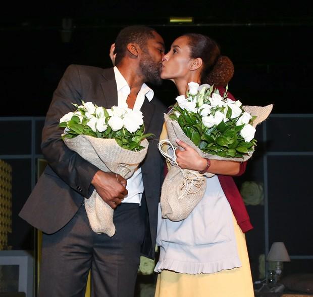 Lázaro e Taís estreiam peça em SP (Foto: Manuela Scarpa/Photo Rio News)