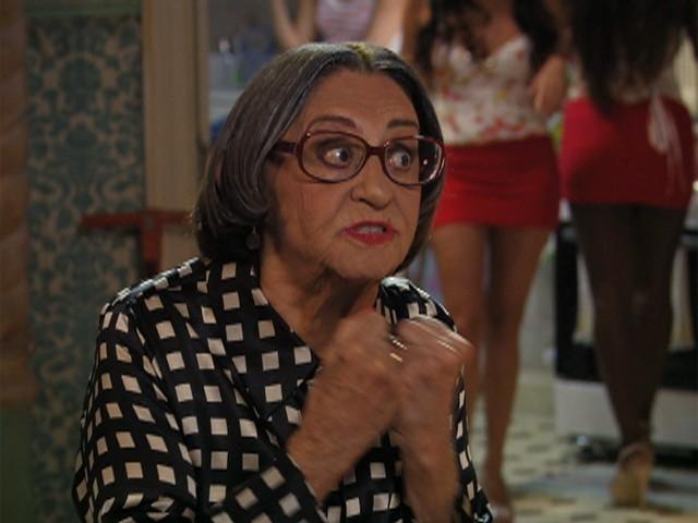 Laura Cardoso é participação mais que especial no seriado (Foto: TV Globo/ Pé na Cova)