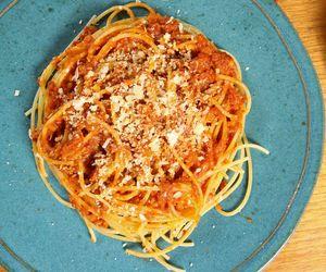 Espaguete à bolonhesa com linguiça