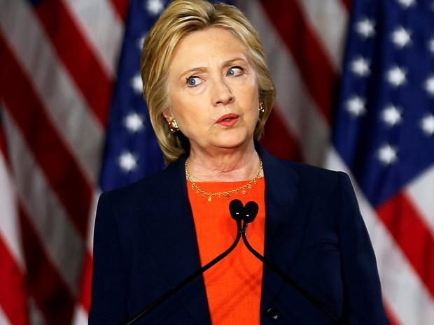 Hillary Clinton discursa sobre segurança nacional e critica Donald Trump em San Diego, na Califórnia, na quinta (2) (Foto: Reuters/Mike Blake)