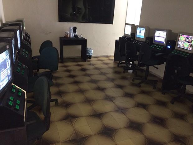 Segundo a PM, 28 máquinas caça-níqueis foram apreendidas na casa de jogos descoberta em Candelária (Foto: Divulgação/ Sesed)