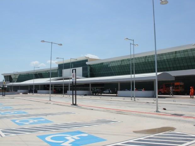 Novo estacionamento e área central já reformados (Foto: Adneison Severiano/G1 AM)
