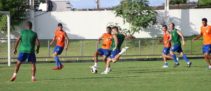 Treino do Nacional deu uma noção do time que deve encarar o Santos-AP (Foto: Marcos Dantas)