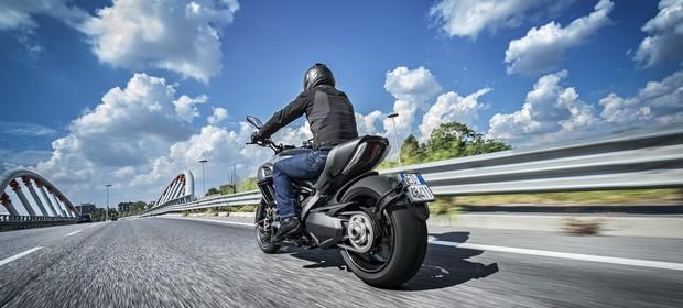 Ducati Diavel Carbon Edition (Foto: Divulgação)