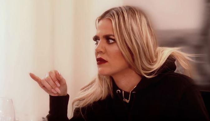 Khloé Kardashian fica chocada quanto Kim conta a novidade (Foto: Reprodução)